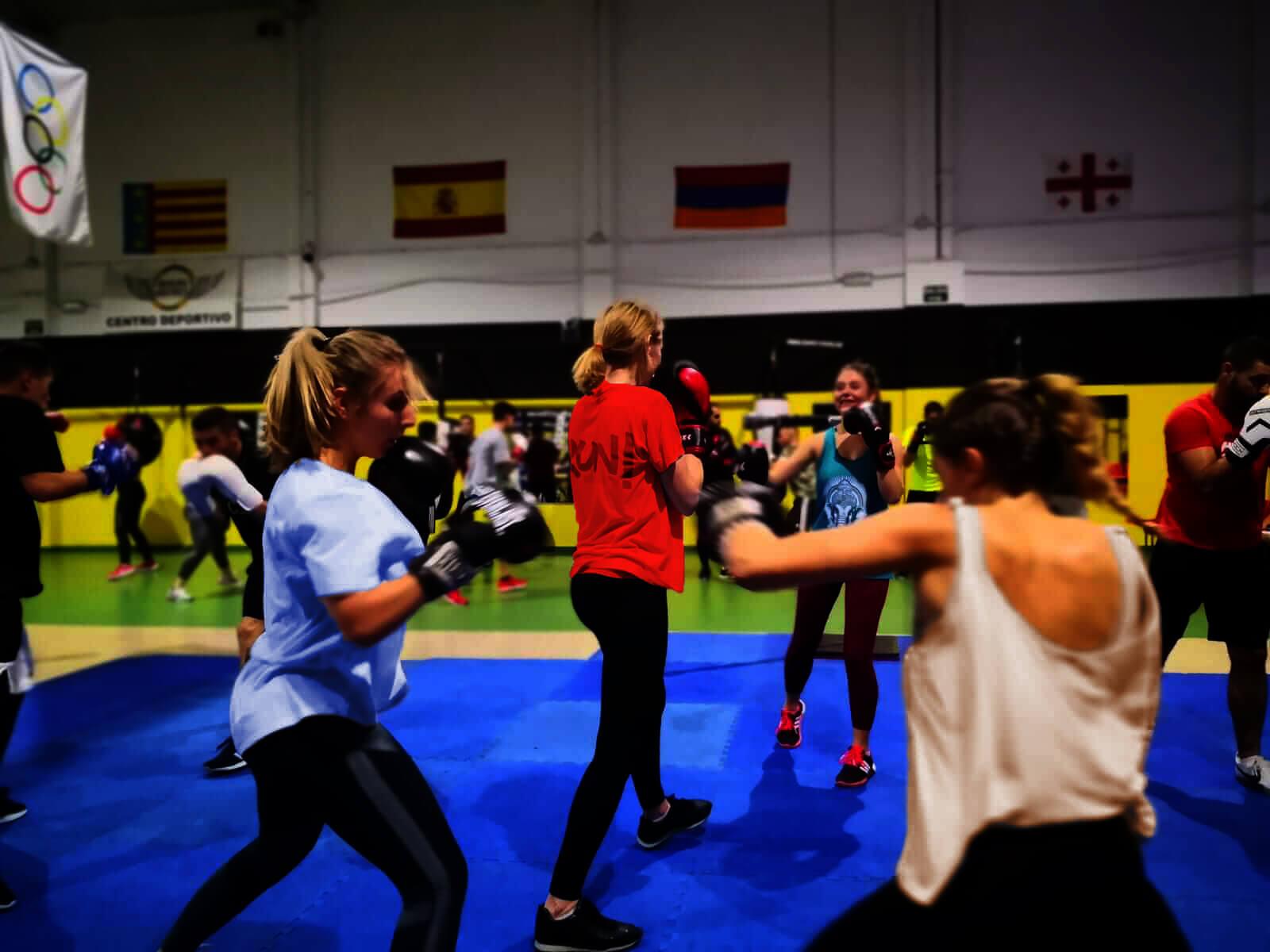 gimnasio con clases de boxeo 1 1